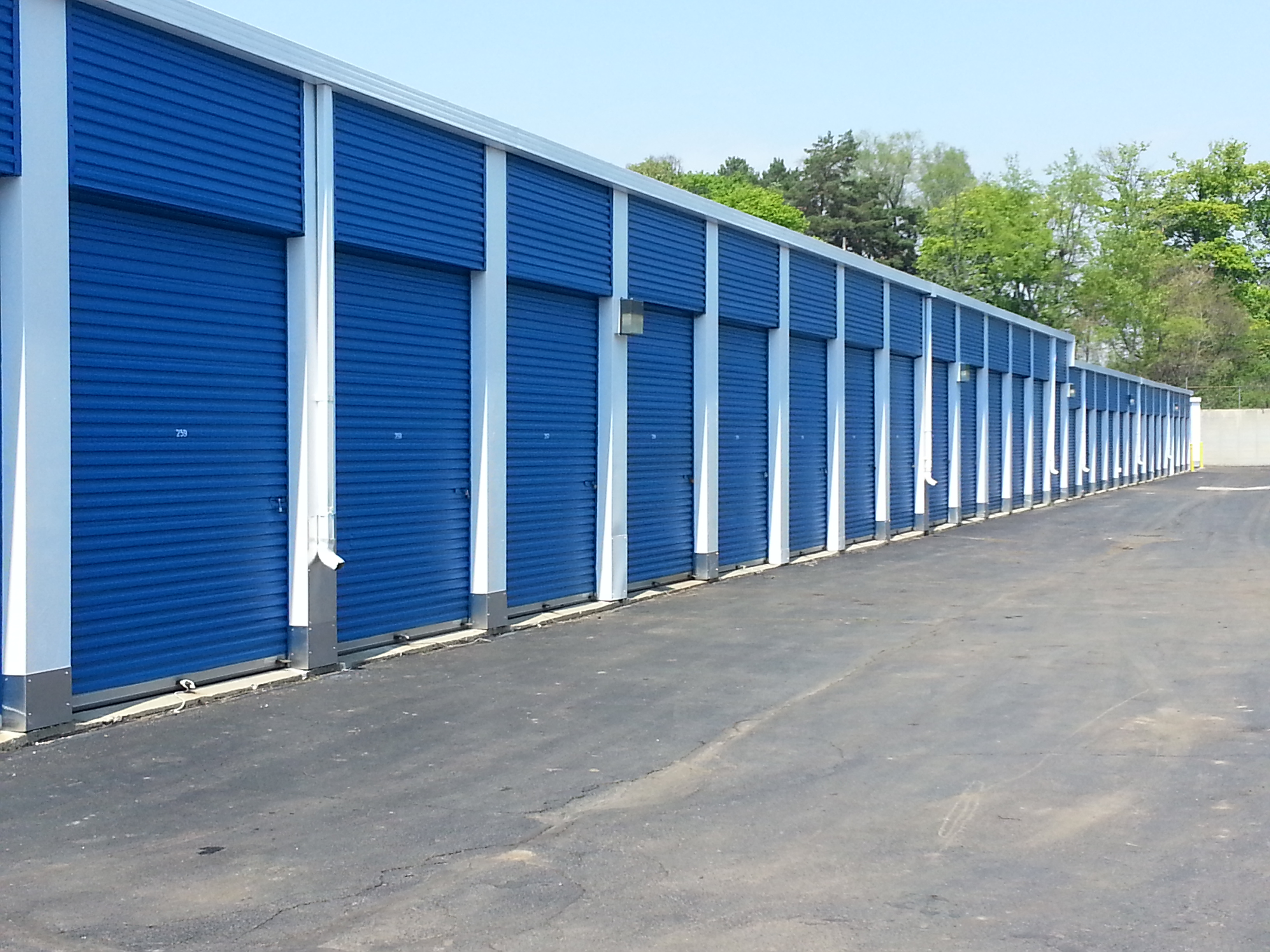 Outdoor drive up units ranging in size from 5 x 5 to 20 x 30 & Storage Units | The Ace of Space Place
